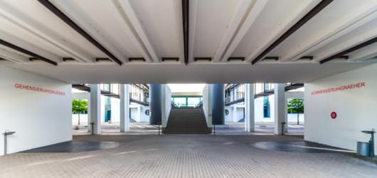 Kunstinstallation unter der Deutschen Welle